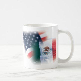 Taza de café mexicana-americano con Eagle