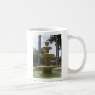 Taza de café mexicana de la fuente