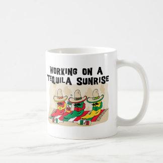 Taza de café mexicana divertida de la salida del s