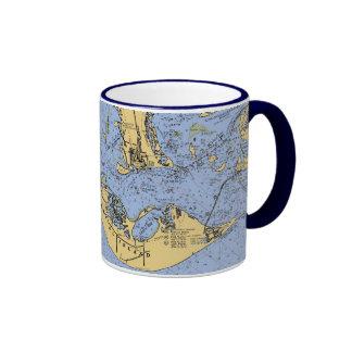 Taza de café náutica de la carta de la isla de