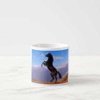 Taza de café negra hermosa de la foto del caballo  taza espresso