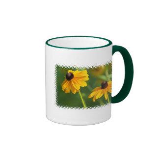 Taza de café observada negro floreciente de Susans