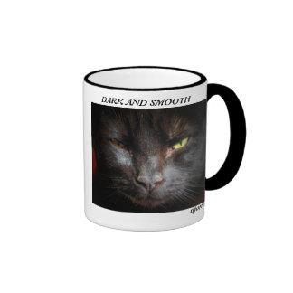 Taza de café oscura y lisa del gato