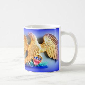 taza de café patriótica del águila del oro