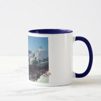 Taza de café pintoresca de Santorini
