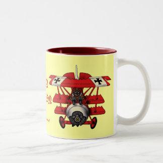 Taza de café plana del barón rojo fresco