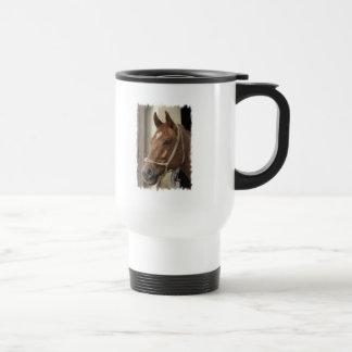 Taza de café plástica de los caballos árabes