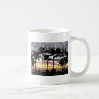 Taza de café - puesta del sol tropical en Waikiki