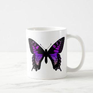 Taza de café púrpura de la mariposa
