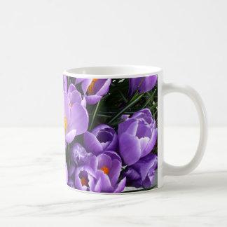 Taza de café púrpura del azafrán