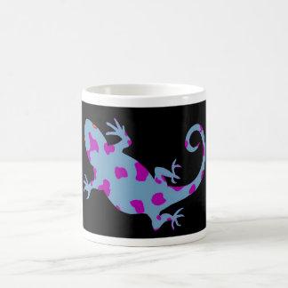 Taza de café púrpura del lagarto