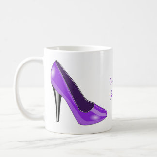 Taza de café púrpura del zapato del tacón alto