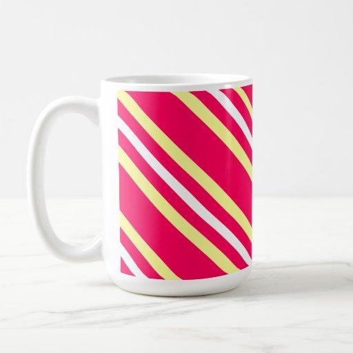 Taza de café rayada del diseño