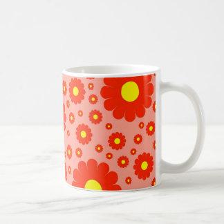 Taza de café retra de las margaritas