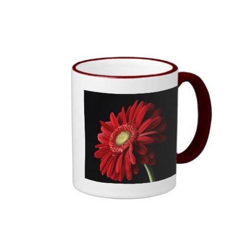 Taza de café roja de la margarita de Gerber