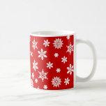 Taza de café roja de los copos de nieve