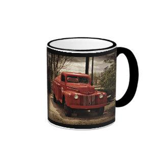 Taza de café roja vieja del Firetruck