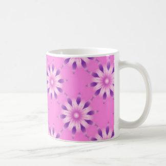 Taza de café rosada del estampado de flores
