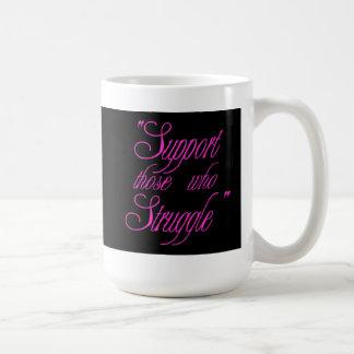 Taza de café rosada del navidad - negro