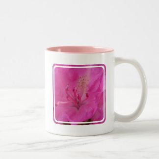Taza de café rosada del rododendro