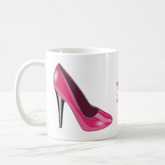Taza de café rosada del zapato del tacón alto