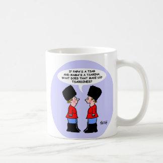 Taza de café rusa divertida del regalo del dibujo