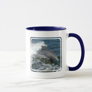 Taza de café salvaje del delfín