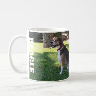 Taza de café sombría del zurdo del beagle - tonele