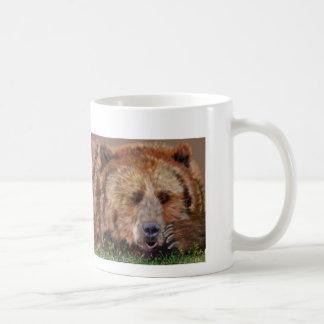 Taza de café soñolienta del oso
