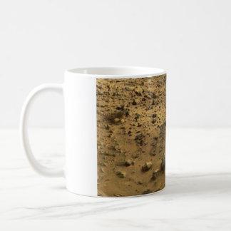 Taza de café superficial marciana rocosa de Marte