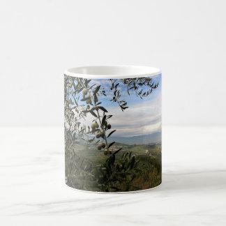 Taza de café toscana del paisaje