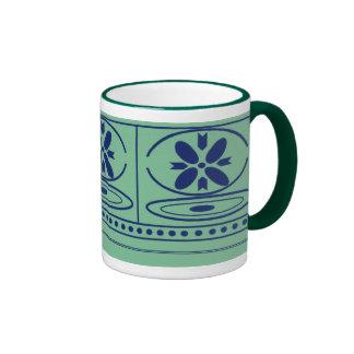 Taza de café tradicional del diseño floral
