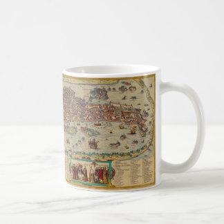 Taza de café veneciana del cruzado