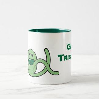 Taza de café verde del manojo del Weirdo del Trick