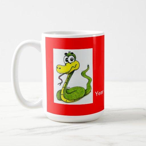 Taza de café verde y amarilla de la serpiente