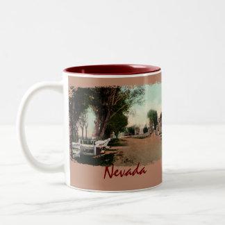 Taza de café vieja del vintage del camino de