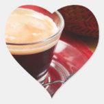 Taza de café y de una galleta calcomanía corazón