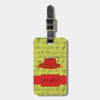 Taza de café y palabras verde lima y con monograma etiquetas maleta