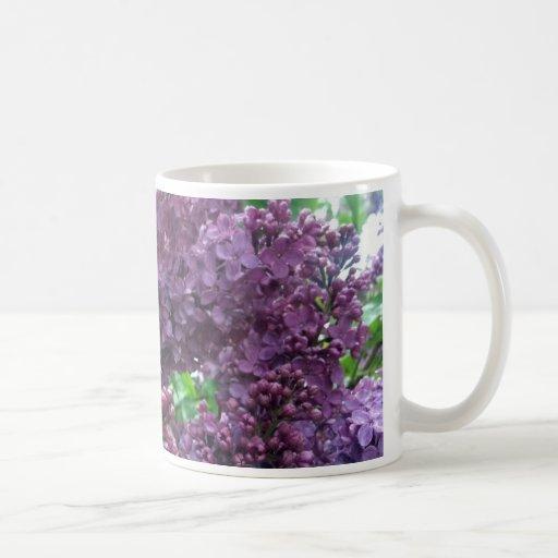 Taza de cerámica de la lila pasada de moda