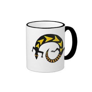 Taza de cerámica del campanero negro del lagarto