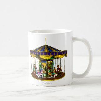 Taza de cerámica del carrusel de oro