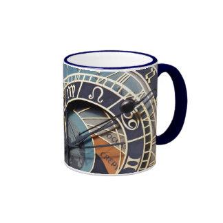 taza de cerámica del reloj astronómico de Praga