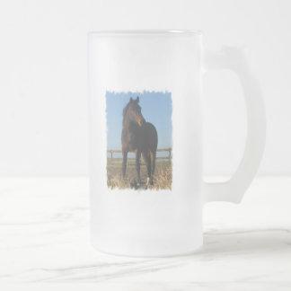 Taza de cerveza del caballo de bahía