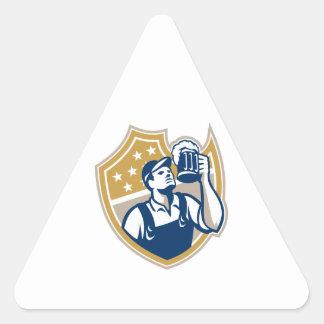 Taza de cerveza del camarero del camarero retra pegatinas de trianguladas