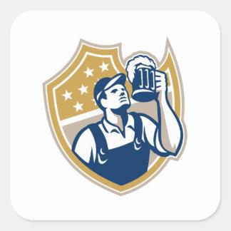 Taza de cerveza del camarero del camarero retra pegatinas cuadradas