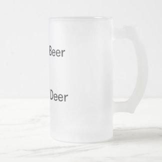 Taza de cerveza escarchada de los ciervos de Shoot