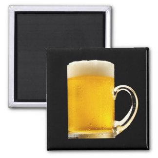 Taza de cerveza espumosa imán cuadrado
