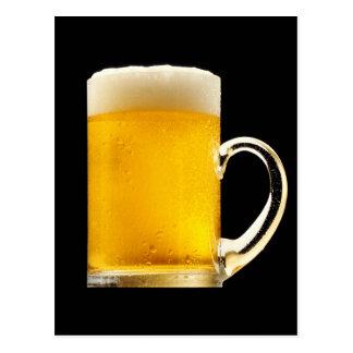 Taza de cerveza espumosa postal