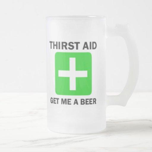Taza de cerveza helada ayuda de la sed