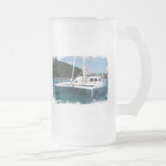 Taza de cerveza helada catamarán